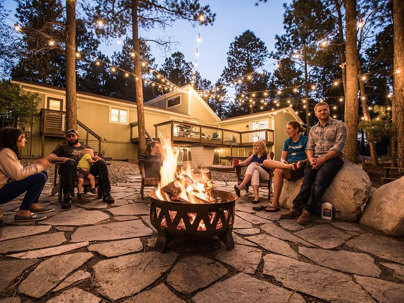 Peaceful Family Retreat-Acres of Land, Treehouse, Shuffle Board, kids love it, vacation rental in Black Forest