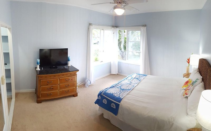 Great Family House, Sleeps 6.  Comes w/ Beach Bikes, boogie boards, & much more, vacation rental in Kailua