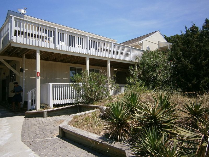 Great family Beach home, vacation rental in Southport