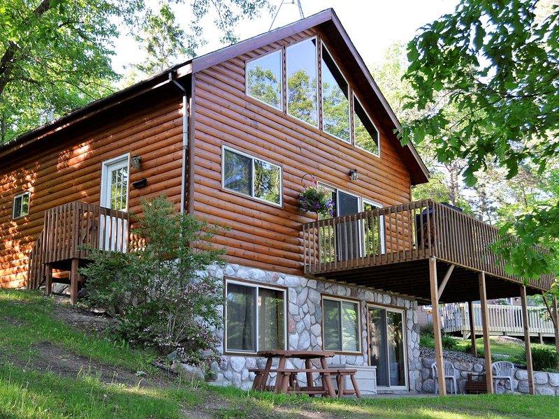 4 Bedroom 2BA Cabin on a Quiet Lake, alquiler de vacaciones en Nevis