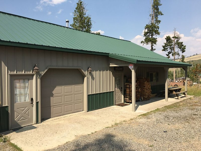 Near Yellowstone, Jackson Hole & Tetons  - Sleeps 8, holiday rental in Dubois