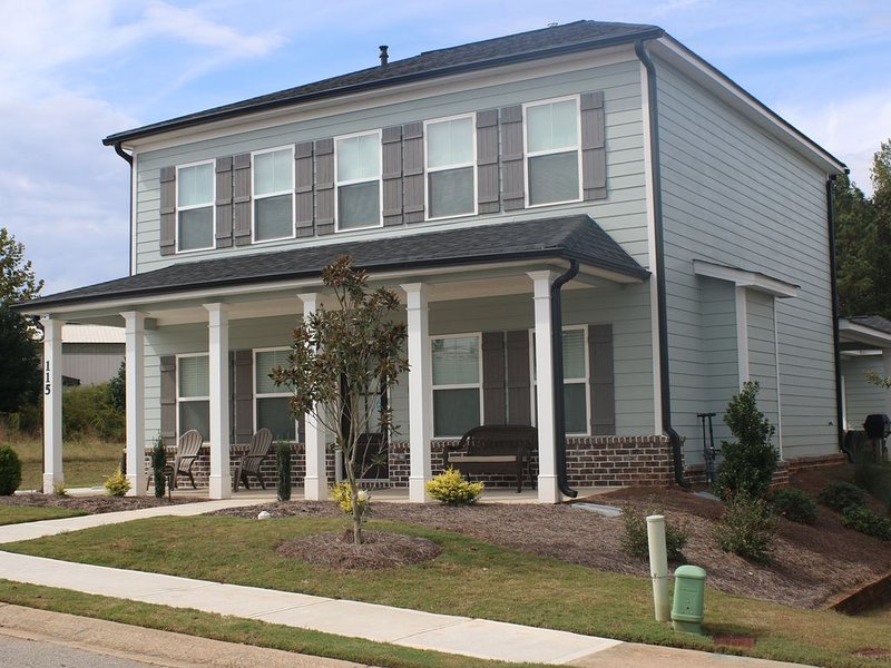 Big Easy - Covington home with great location and furnishings, holiday rental in Conyers