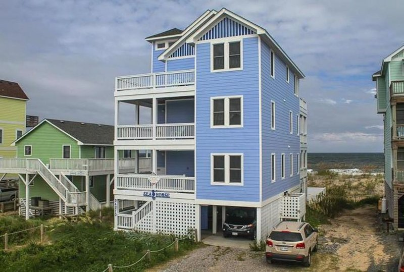 OBX  OCEANFRONT 5 BR Elevator & game room, HOT TUB  Million dollar views!, casa vacanza a Rodanthe