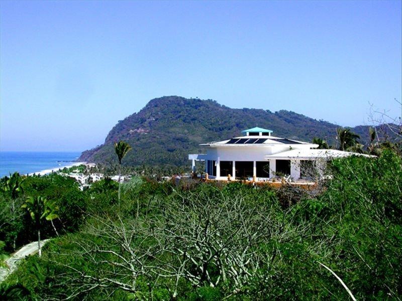 Vistas impresionantes / tranquilidad privada aislada / con fácil acceso a la playa!