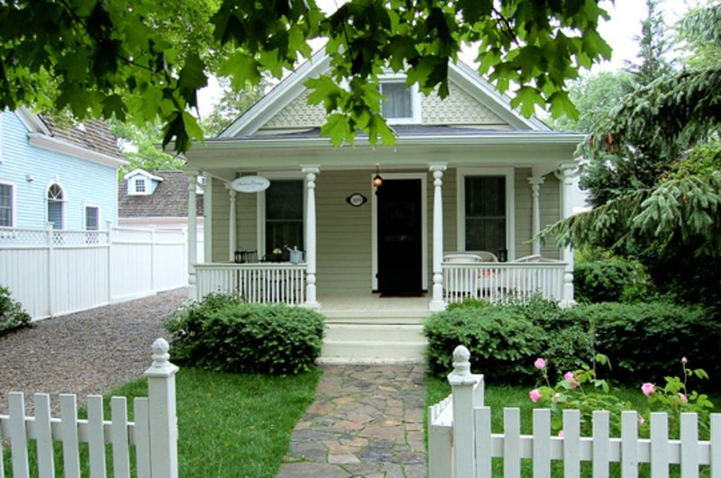 Quaint Cottage In Old Town Steps To Shops And Restuarants, holiday rental in Niagara-on-the-Lake