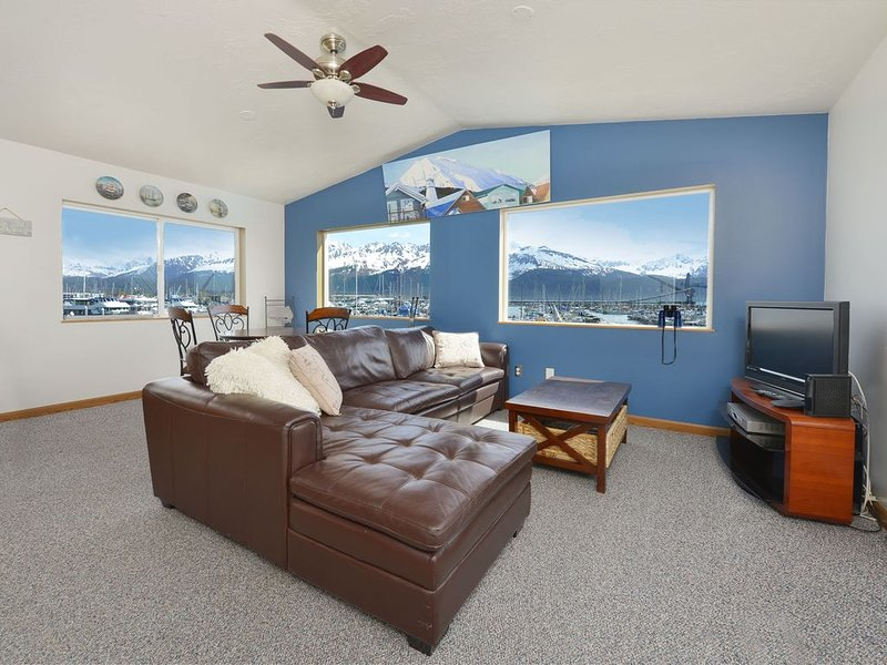 July &  August Specials!  Waterfront Apartment  Located In the Harbor!, vacation rental in Seward