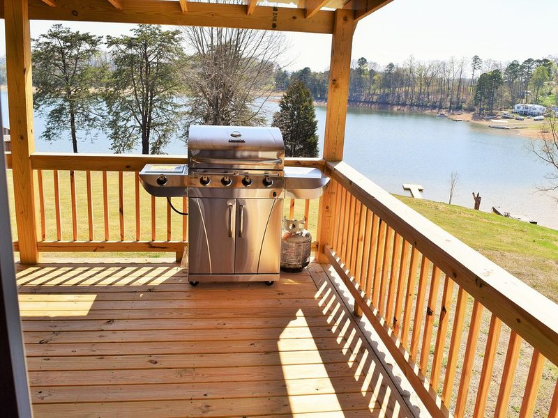 The Lake House     Lake front/Private Dock/ Sleeps 12, holiday rental in Bean Station