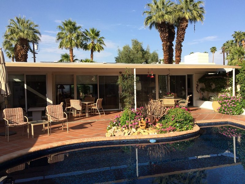 Location, location, location!  El Paseo Jewel in the desert, alquiler de vacaciones en Palm Desert