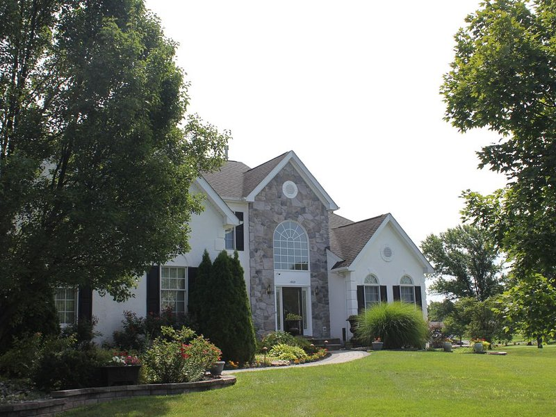 The Luxurious and Spacious Amorette in the Heart of Bucks County Pennsylvania, holiday rental in Trenton