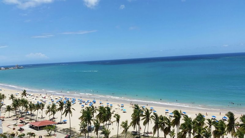 Beautiful beachfront condo in the heart of Isla Verde! – semesterbostad i Carolina