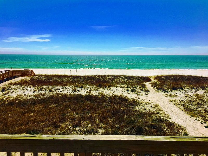 SPECTACULAR VIEWS!-Luxury Beachfront Townhome with DIRECT Ocean Views!, location de vacances à Perdido Key