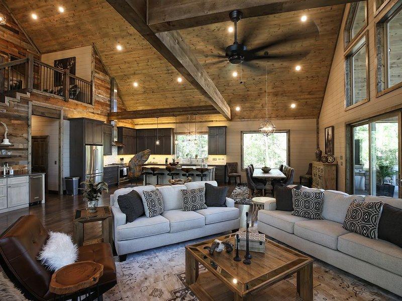 Built Oct. 2018 Luxury Retreat, 4 BDRM Master Suites with En Suite Bathrooms, vacation rental in Broken Bow