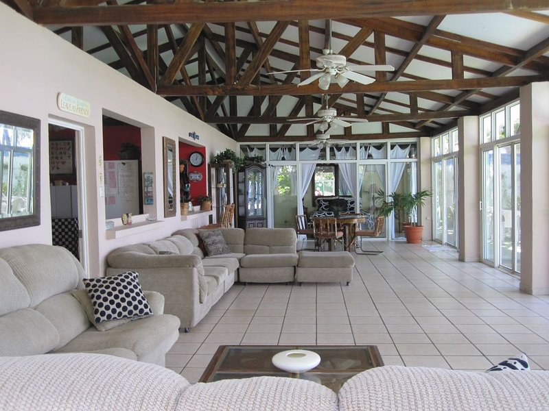 $145 night! Luxury home w/pool on OCEAN! AC, Wifi, Sat TV, 3 bedrooms/4 baths, holiday rental in Santa Tecla