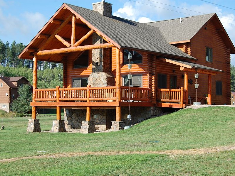 Deluxe Accommodations In The Heart Of The Black Hills, vacation rental in Hill City