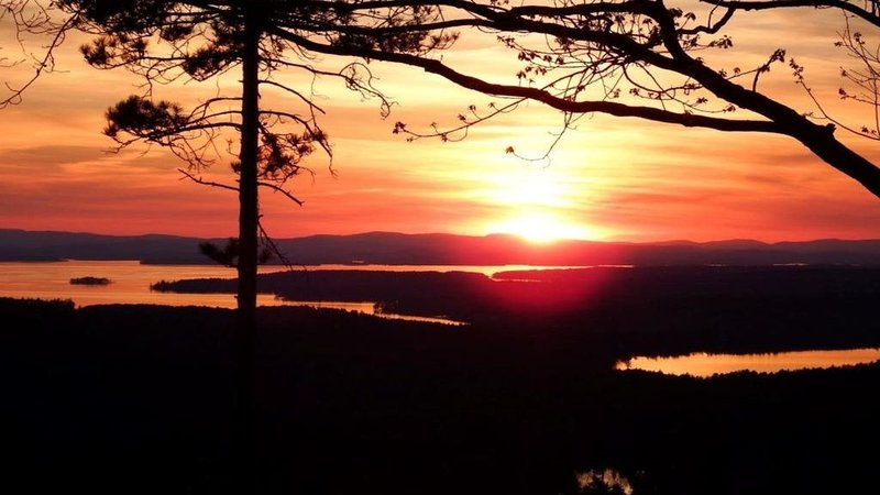 Grand View Home overlooks the lakes region, minutes to Wolfeboro!, holiday rental in Wakefield