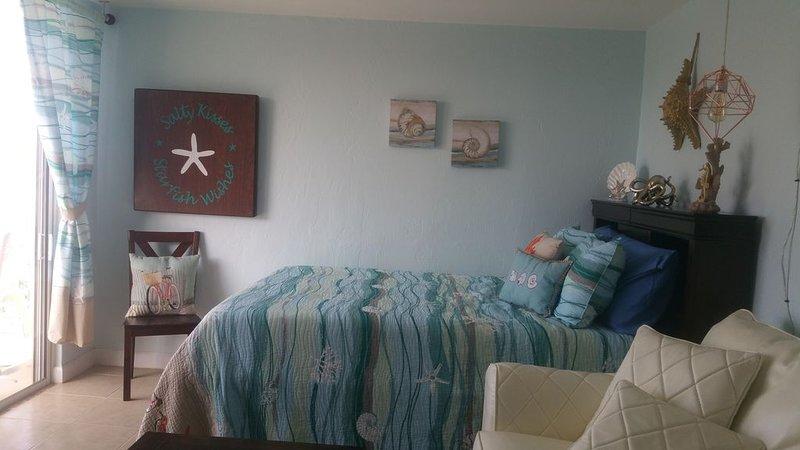 Salty Kisses OCEANFRONT Daytona Beach studio condo, holiday rental in Daytona Beach