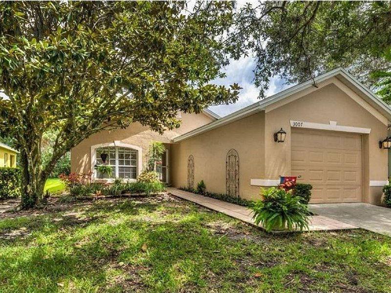 Located in Beautiful Country Club of Mount Dora, casa vacanza a Umatilla