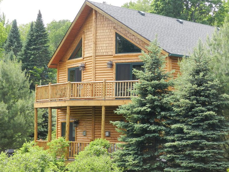Golf, Relax from Maple River (duplex) Cabins, great location, holiday rental in Topinabee