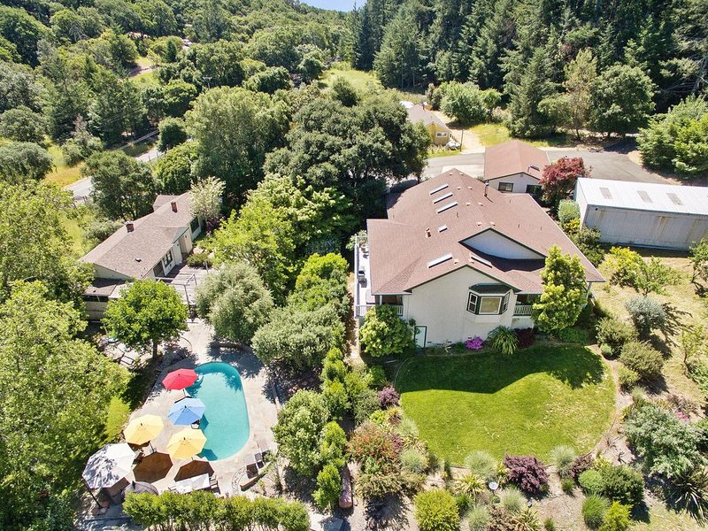 8.5 Acre Estate in the heart of wine country. Pool, Hot tub, Total Privacy, location de vacances à Kenwood
