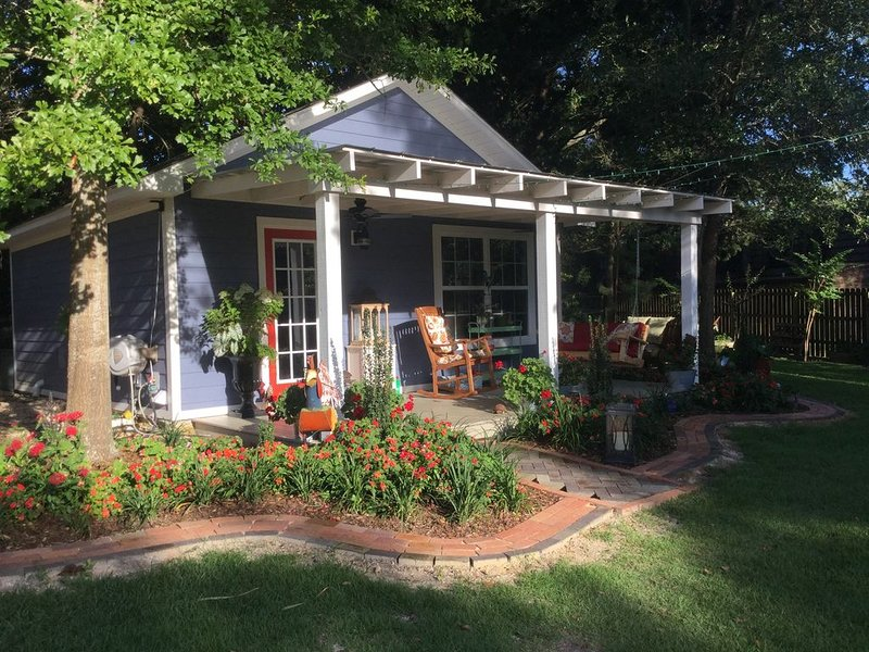 Privacy, peace and quiet,  yet only a few blocks from downtown and the beach., holiday rental in Ocean Springs