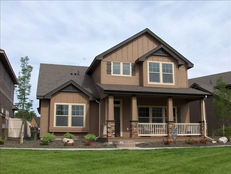 Location, Location - Newly Custom Designed Home in Eagle, holiday rental in Horseshoe Bend