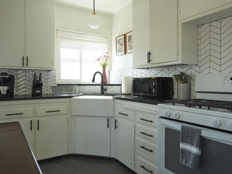 East LA Bungalow, Great for Families and Couples, vacation rental in Glendale