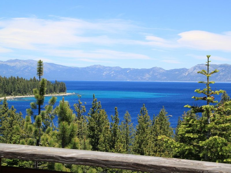 *Charming Lake Tahoe Home w/ Spectacular Panoramic Views Overlooking Meeks Bay, vacation rental in Tahoma