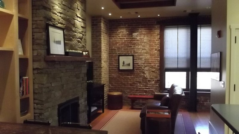 Loft- Style Apartment Located In The Heart Of Downtown Sandpoint, Idaho!, vacation rental in Kootenai