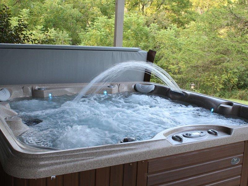 New hot tub that seats 7