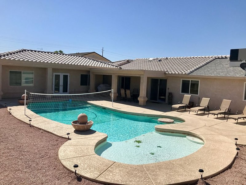 5 BDRM PRIVATE PARADISE WITH POOL & CASITA ON THE LAKE SIDE OF 95!, holiday rental in Lake Havasu City