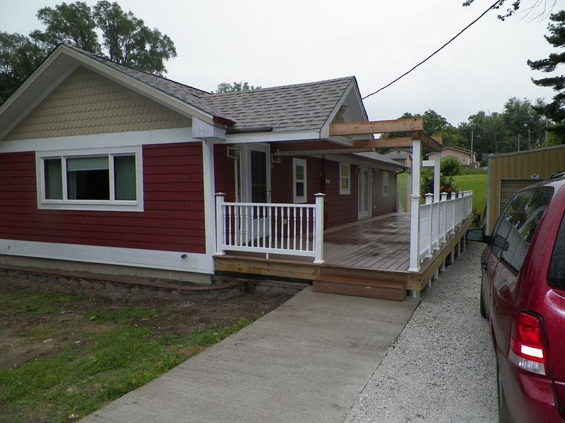 5 Blocks To The Beach ~ 2 Blocks To Downtown ~ Walk To Everything!, holiday rental in New Buffalo