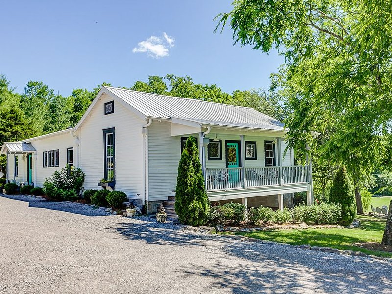 The Leiper's Fork Inn: The Most Iconic Vacation Rental In Leiper's Fork, Tn., holiday rental in Franklin