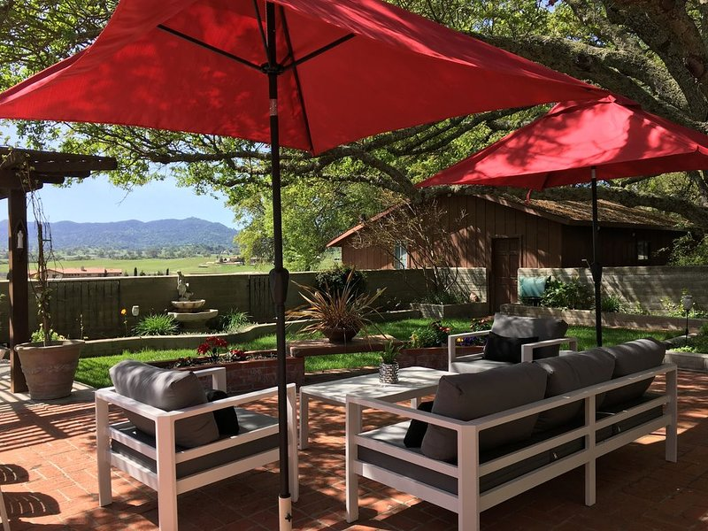 Ranch Home On 3 Acres, Tucked Under The Oak Trees With Views Of The Mountains., alquiler de vacaciones en Atascadero