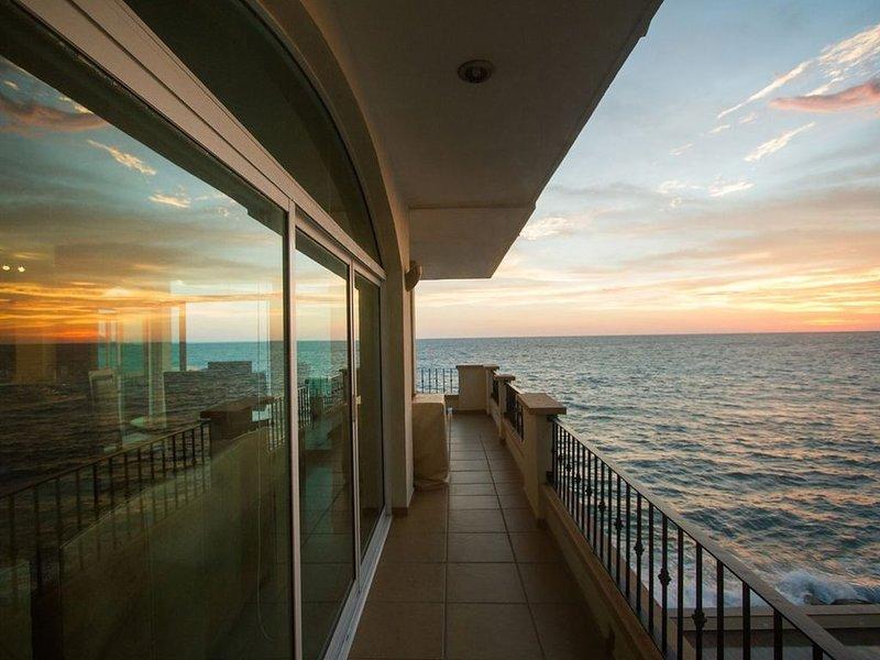 AMAZING oceanfront views! Beautiful 3 Bedroom Condo in Tiara Sands, Mazatlan!, alquiler de vacaciones en Mazatlán