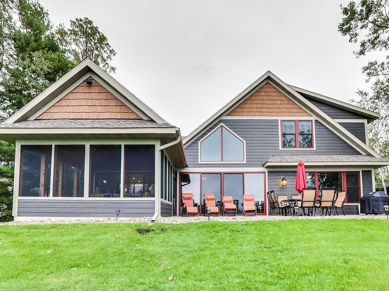 Ivy Lane is located on Crosslake and is part of the Whitefish Chain of lakes, location de vacances à Crosslake