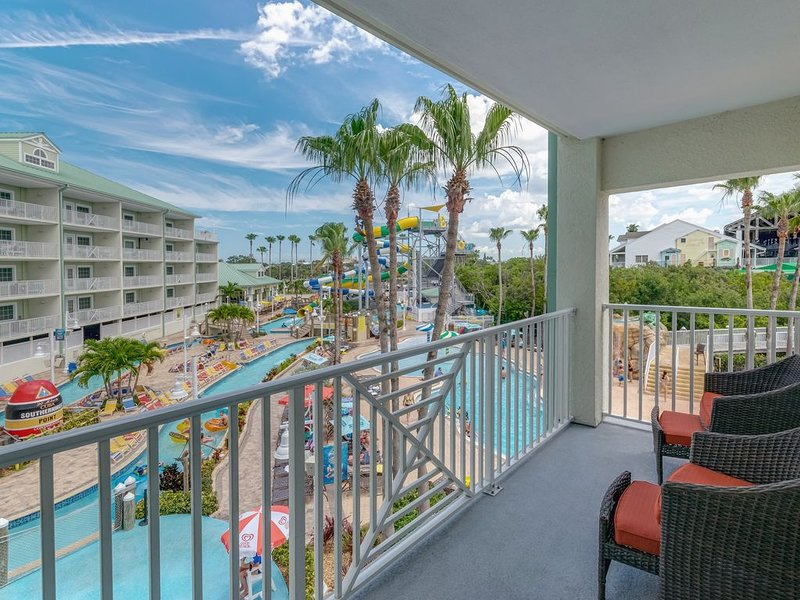 NEW WATERFRONT RARE 2 BALCONY 2 BDRM 2 BATH, SLEEPS 8 4 DAILY WATER PARK PASSES, vacation rental in Indian Rocks Beach