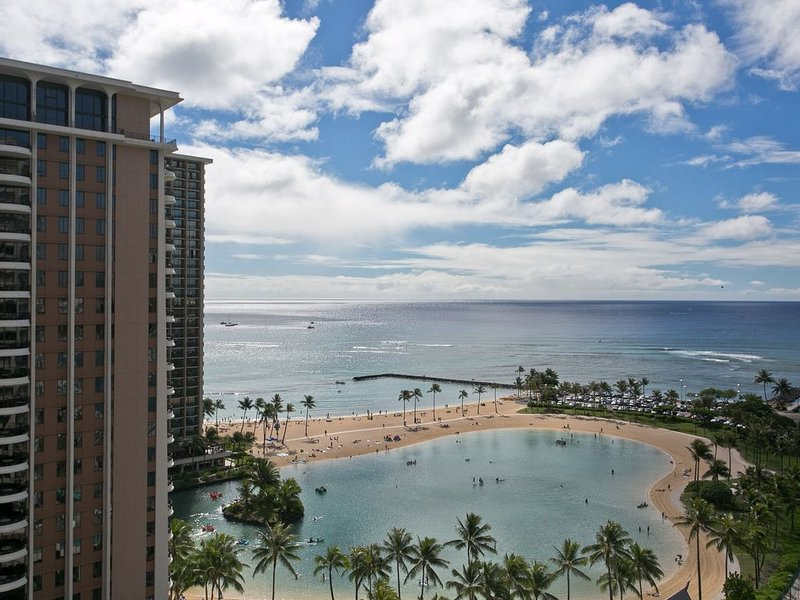 Ocean Front Condo-Ocean View-Super low monthly rate to Dec 25-turnkey, vacation rental in Honolulu