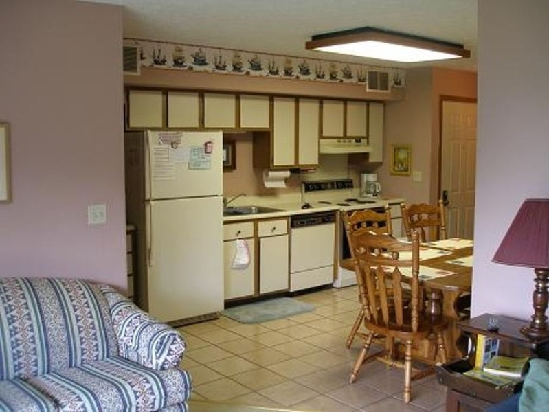 2 BR - Vacation Condo Lake Front, holiday rental in Port Clinton