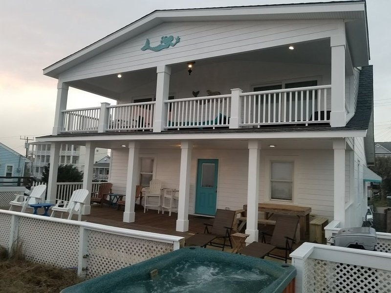 OCEAN FRONT OCEAN VIEW HOUSE ( CHECK OUT INCREDIBLE DISCOUNT OFF SEASON RATES ), holiday rental in Atlantic Beach