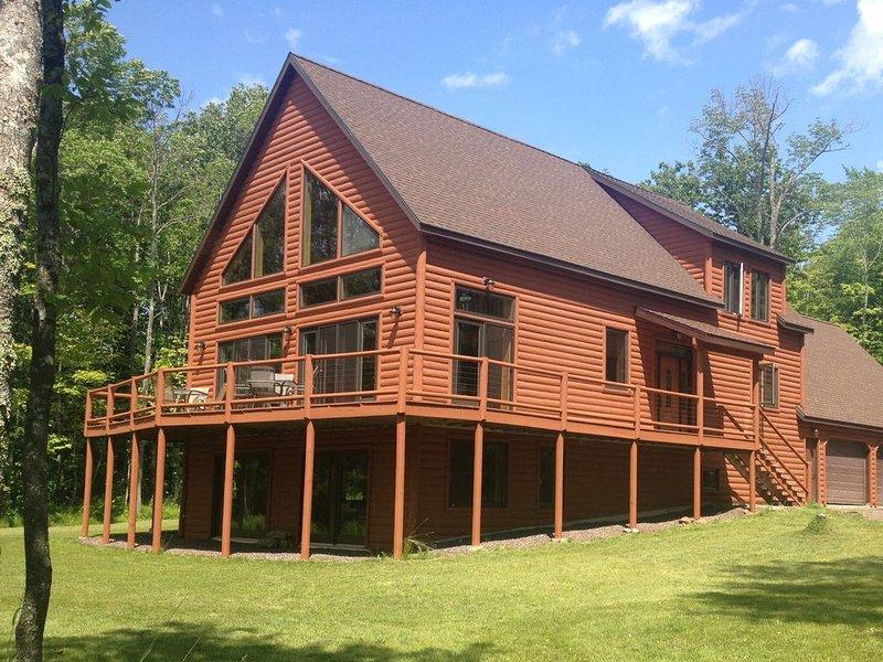 Montgomery Bay Lodge On Lake Gogebic, alquiler vacacional en Bergland