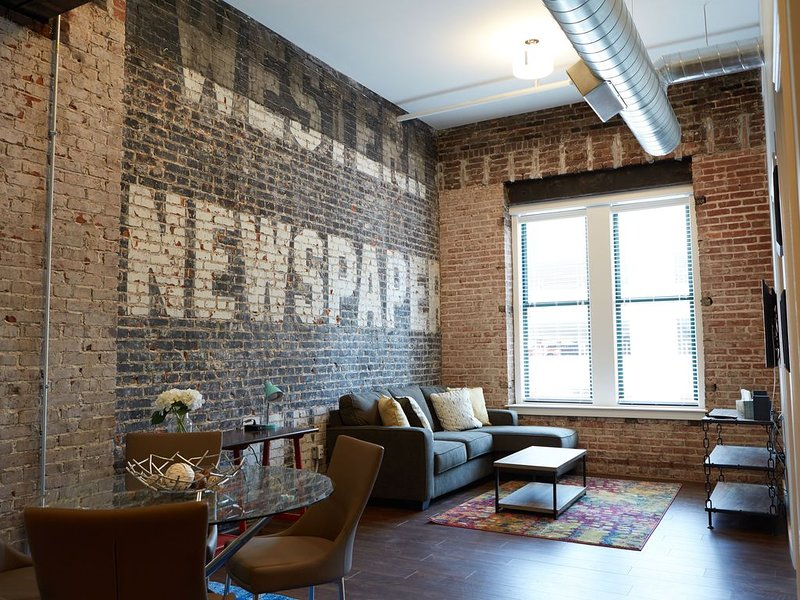 1 BR NEWLY RENOVATED LOFT DOWNTOWN KANSAS CITY IN HISTORIC BUILDING, location de vacances à Kansas City