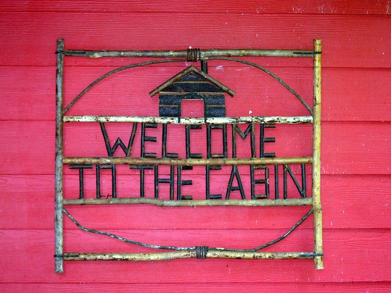 The Cabin at Little Willow Creek - Mountain Shabby Chic, holiday rental in Penrose