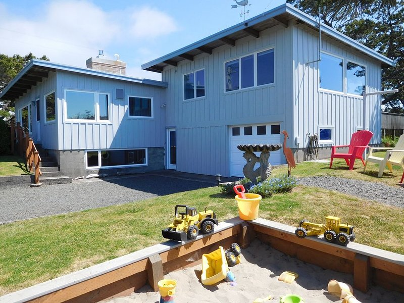 Fantastic Family Home – Classic Gearhart  – Ping Pong, Games, Great Yard, vacation rental in Gearhart