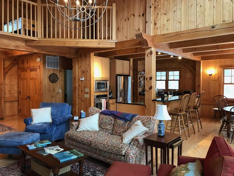 Stunning Post & Beam home minutes from Lenox, Stockbridge and Tanglewood!, alquiler vacacional en Lenox