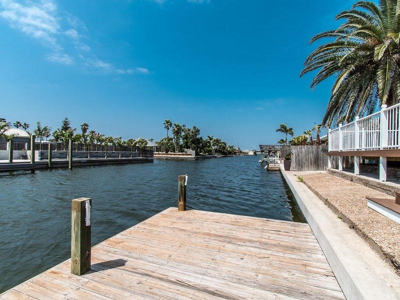 Renovated Waterfront Canal Condo 3 Bd/2 Bth Outdoors Dream.  Peace and quiet., alquiler de vacaciones en Corpus Christi