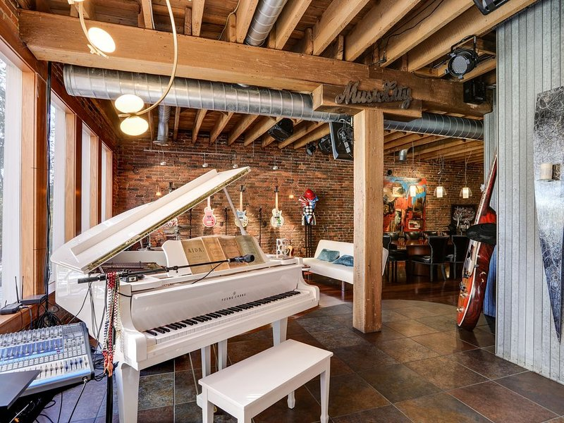 The Music Loft, 2nd Ave Downtown, Exclusive Unique Experience!, location de vacances à Nashville