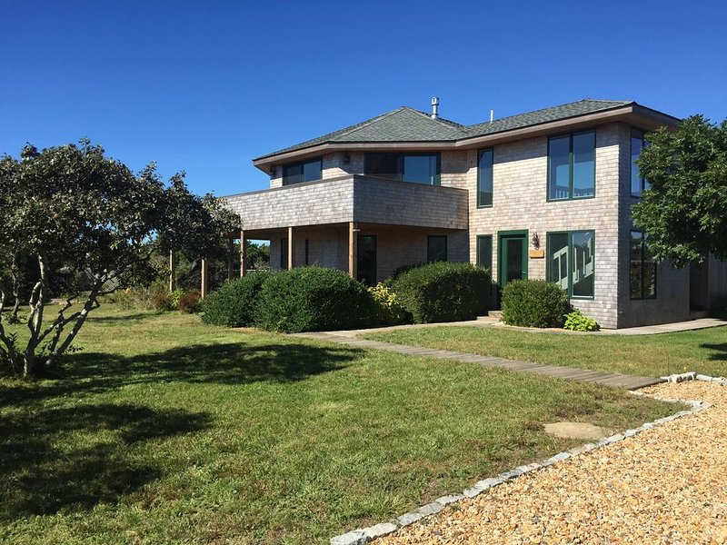 Luxury Chappaquiddick Getaway with Oceanviews, holiday rental in Edgartown