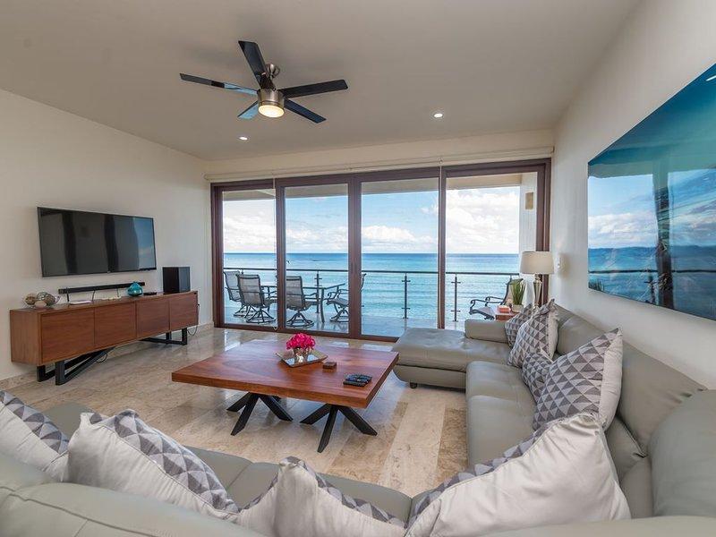 Luxury Penthouse Beachfront condo with private rooftop, location de vacances à Akumal