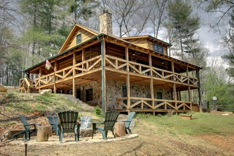 Perfect Getaway *Lots 2 Do!* Fun Upscale Cabin & Great Nightly Rate!, vacation rental in Blue Ridge
