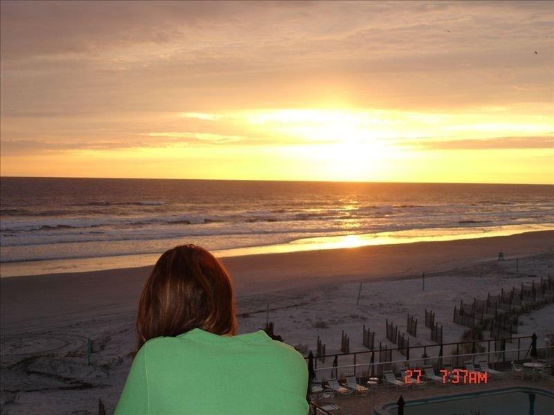 Beautiful Oceanfront Deluxe 2 Bedroom with Amazing Location!, location de vacances à New Smyrna Beach